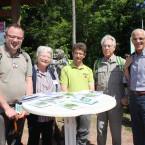 Die Wanderführer Robert und Anita Singer, Thomas und Wilfried Messerschmidt sowie Bürgermeister Fritz Link